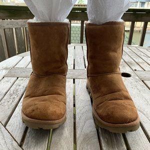 Classic short beige/chestnut UGG boots w/fur